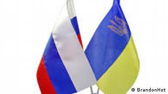 Украинский и российские флаги