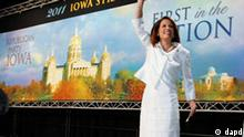 Republican presidential candidate Rep. Michele Bachmann, R-Minn., takes to the stage to speak at the Republican Party's Straw Poll in Ames, Iowa, Saturday, Aug. 13, 2011. (Foto:Charles Dharapak/AP/dapd)