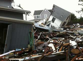 خانههای ویران بر اثر توفان آیرین در جزیره لانگآیلند نیویورک