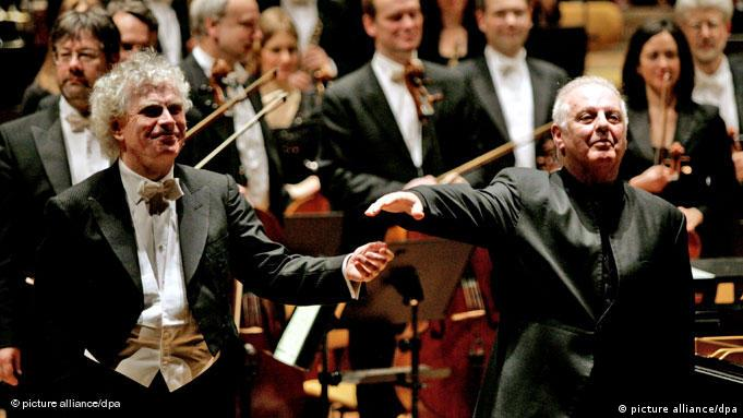 Berlin Philharmonic Daniel Barenboim (right) with Sir Simon Rattle. Copyright: Kathrin Streckenbach dpa/lbn