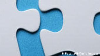 Zwei Puzzlestücke, die ineinanderpassen