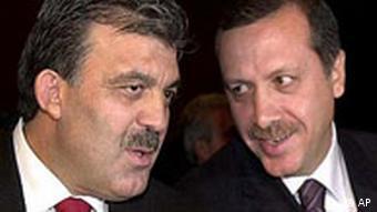 2002 seçimlerinde aday olmasına izin verilmeyen Erdoğan'ın yasağı kalkana kadar Abdullah Gül başbakanlık görevini yürütmüştü.