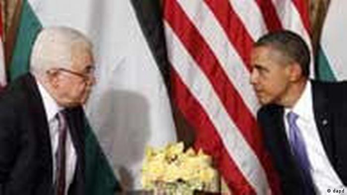 President Barack Obama talks with Palestinian President Mahmoud Abbas during a meeting in New York, Wednesday, Sept., 21, 2011. (Foto:Pablo Martinez Monsivais/AP/dapd)