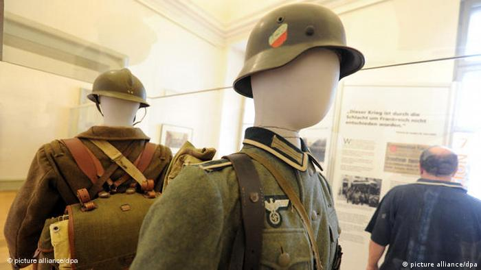 Wehrmachtsuniform Wehrmacht Uniform Naziuniform Nationalsozialismus Flash-Galerie (picture alliance/dpa)