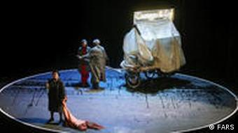 صحنهای از نمایش «ننه دلاور» در ایران