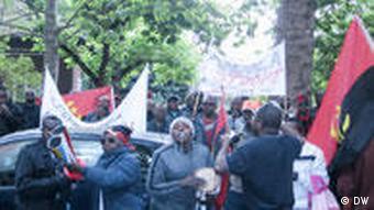 Só os manifestantes angolanos fora do país, como em Berlim, usufruem plenamente do direito à livre expressão