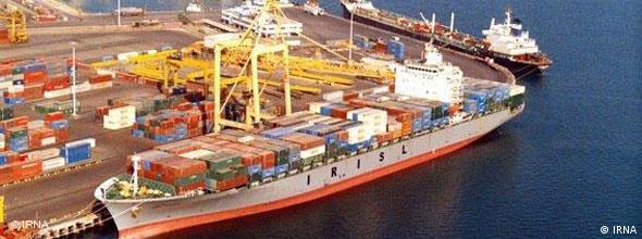 در بسیاری بندرهای ایران، کشتیها بدون نظارت ماموران گمرک از کالاهای وارداتی تخلیه میشوند.