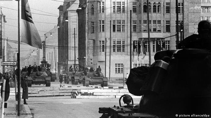 Berlin DDR Grenze Mauer Checkpoint Charlie 27.10.1961 Flash-Galerie