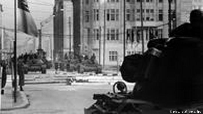 Tanks at Checkpoint Charlie in 1961