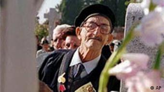 Spanischer Bürgerkriegsveteran auf dem Friedhof