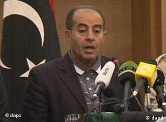 Libya's National Transitional Council Prime Minister Mahmoud Jibril confirms the death of Moammar Gadhafi in Tripoli, Libya in this image taken from TV Thursday Oct. 20, 2011. Moammar Gadhafi, who ruled Libya with a dictatorial grip for 42 years until he was ousted by his own people in an uprising that turned into a bloody civil war, was killed Thursday when revolutionary forces overwhelmed his hometown, Sirte, the last major bastion of resistance two months after his regime fell. (Foto:APTN/AP/dapd) TV OUT