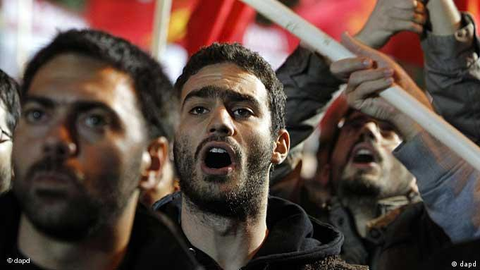 Papandreu hükümetinin tasarruf paketi Atina'da protesto edildi