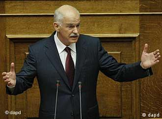 Greek Prime Minister George Papandreou speaks during a confidence vote meeting at the parliament in Athens, on Friday, Nov. 4, 2011. Greece's ruling Socialists were in open revolt against their own prime minister ahead of a confidence vote Friday, in a political free-for-all over a new European plan to keep the deeply indebted country afloat. (Foto:Petros Giannakouris/AP/dapd)