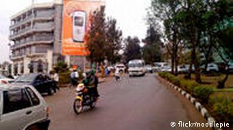 Ruanda Kigali Straße Taxi Motorrad Auto Autos