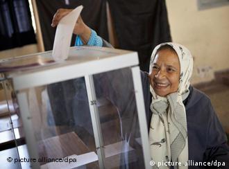 Wählerin bei Parlamentswahl (Foto: dpa)