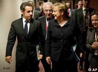 مرکل و سارکوزی رهبران آلمان و فرانسه در نسشت اتحادیه اروپا ۹ دسامبر ۲۰۱۱