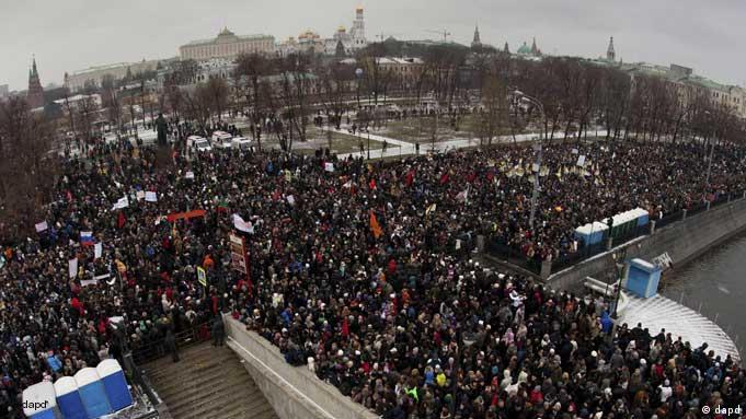 Zehntausende Russen protestieren am 10. Dezember in Moskau gegen Wahlbetrug ( Foto: AP)