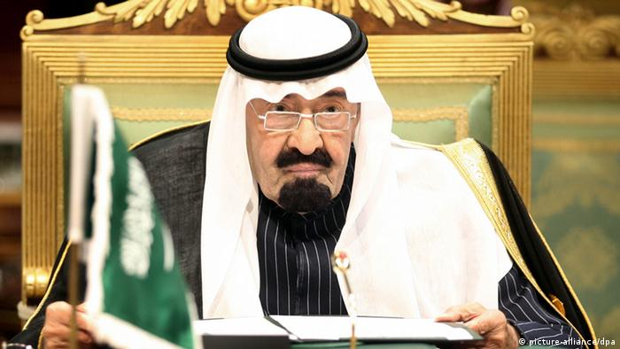 epa03038856 Saudi Arabia's King Abdullah bin Abdul Aziz Al Saud attends the opening session of the Gulf Cooperation Council (GCC) annual summit in Riyadh, Saudi Arabia, 19 December 2011. According to media sources, the summit will focus on the continuing unrest in the Arab world, the crisis in Syria, the US withdrawal from Iraq as well as the Gulf Common Market, which the region hopes to establish by early 2015. The Gulf countries are expected to offer financial support for Yemen, whose economy was put under strain during months of unrest, Yemen's foreign minister Abu Bakr al-Qirbi was quoted in remarks published on 19 December. EPA/STRINGER +++(c) dpa - Bildfunk+++