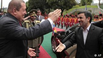 ---هوگو چاوز فشارهای کنونی بر دولت ایران را تهدیدی برای صلح دانست