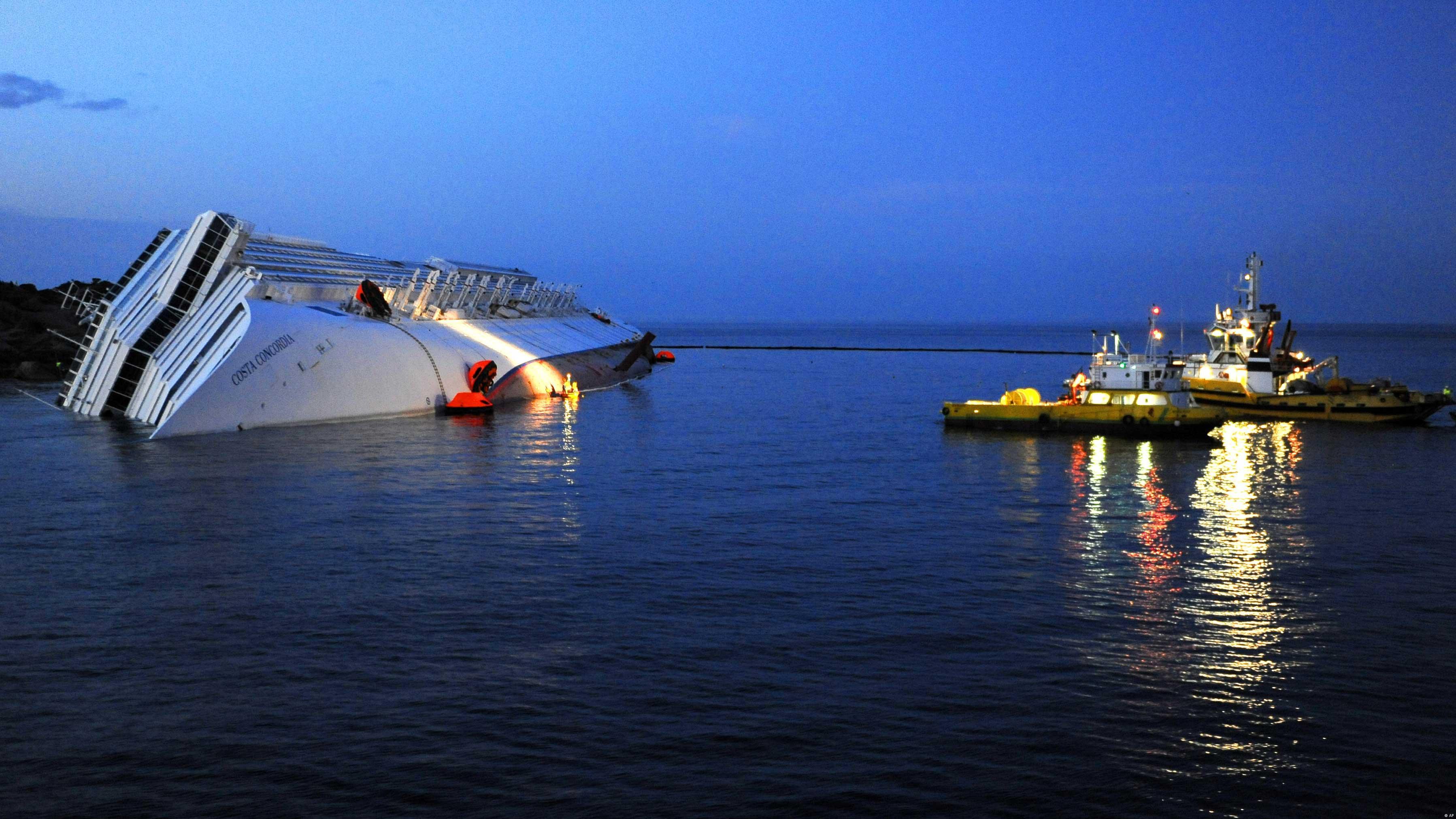 C Costa Concordia начнут откачивать топливо новости из