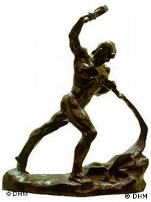 Статуэтка, символизирующая диссидентское движение в ГДР Мечи - на орала.