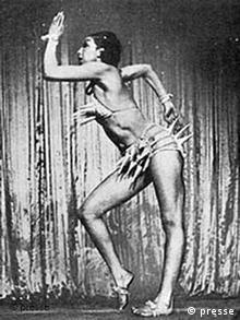 Josephine Baker in ihrer Westindien-Nummer in den Ziegfeld Follies, 1936