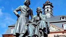 Brüder Grimm Denkmal in Hanau Brüder Jacob (1785-1863) und Wilhelm Grimm (1786-1859),