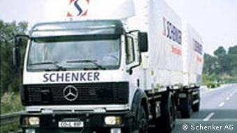 Schenker LKW auf der Straße mit Logo