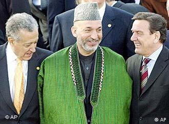 German Chancellor Gerhard Schroeder, right, and Afghanistan's President Hamid Karzai