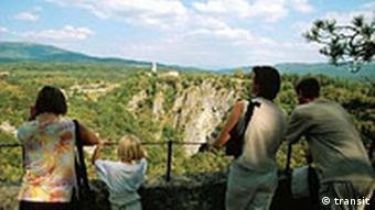 Pogled s Belda. Pitoreskne sloveneske šume bile su 1945. poprištem okrutnih pogubljenja