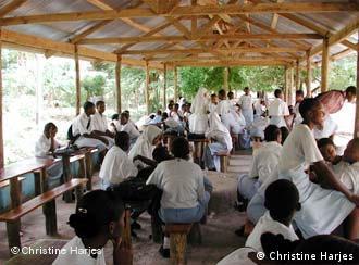 Wanafunzi wakiwa darasani nchini Tanzania