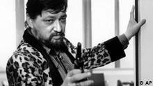 ** ARCHIV ** Filmemacher Rainer Werner Fassbinder in einer Filmszene seines letzten Films 'Kamikaze 1989' auf einem Archivbild aus dem Jahre 1982. Der Kuenstler starb vor 20 Jahren am 10. Juni 1982 in Muenchen im Alter von nur 37 Jahren. (AP Photo/Filmverlag der Autoren, Handout) ** NUR SW zu unserem KORR. **