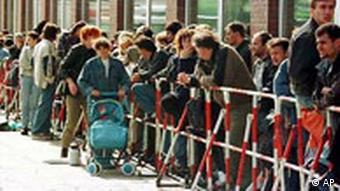 Asylsuchende vor Ausländerbehörde Hamburg