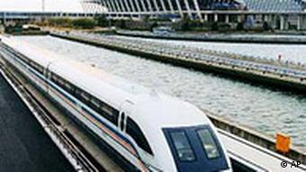 Der neue Transrapid verkehrt ab morgen in Shanghai