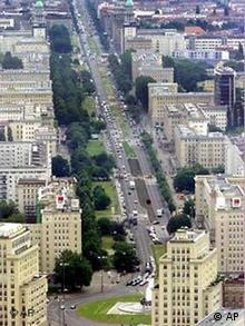 Luftbild der Karl-Marx-Allee aus dem Jahr 2000 (Foto: AP)
