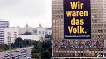 Karl Marx Allee in Berlin mit Plakat