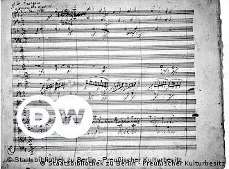 A 'Nona Sinfonia' é provavelmente a obra mais famosa de Beethoven, tendo-se tornado o hino da União Européia. Consta que, ao reger a estréia desta obra, a surdez do compositor era tão completa que alguém teve que girá-lo em direção à platéia, para que ele percebesse o aplauso entusiástico. Diz-se que Beethoven chorou, ao perceber que não ouvia nada.