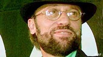 موریس گیب، یکی از سه عضو گروه بی جیز. او در سال ۲۰۰۳ در سن ۵۳ سالگی درگذشت