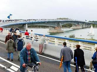 The Pierre Pflimlin Bridge brings Strasbourg and Kehl closer together
