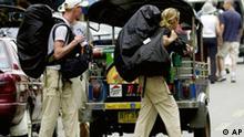 Western travellers with backpacks walk along Khao San Road, Bangkok, photo Rucksacktouristen Reisen Reiseland