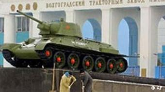 Traktorenfabrik in Wolgograd mit Panzer