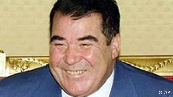 Прежний президент Сапармурат Ниязов (фото из архива)