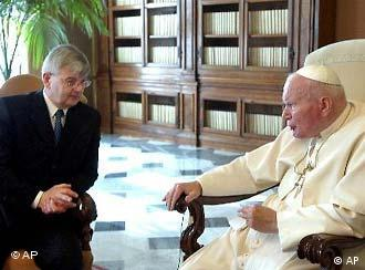 The pope and German Foreign Minister Joschka Fischer in 2003