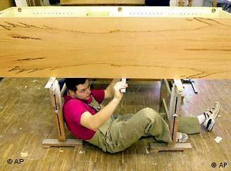 Ein Tischler bei der Arbeit