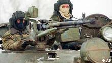 Russische Soldaten in Tschetschenien Panzer