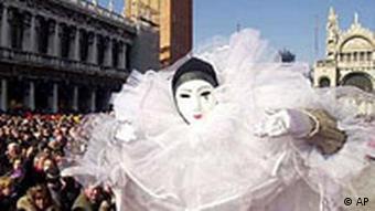 Karneval Zwischen Tradition Und Kommerz Kultur Dw 07 02 2004