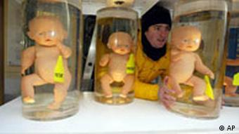 Symbolic greenpeace stunt: cloned embryos in glass jars