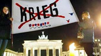 Demonstration gegen Irak Krieg in Berlin