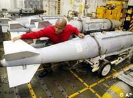 بمب جنگندهها بر روی ناوهواپیمابر تئودور روزولت
