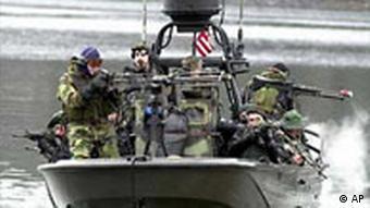 کماندوهای ویژه آمریکا در خلال یک مانور دریایی